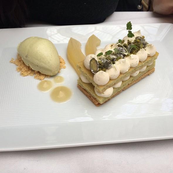 Pistachio And Vanilla Cake