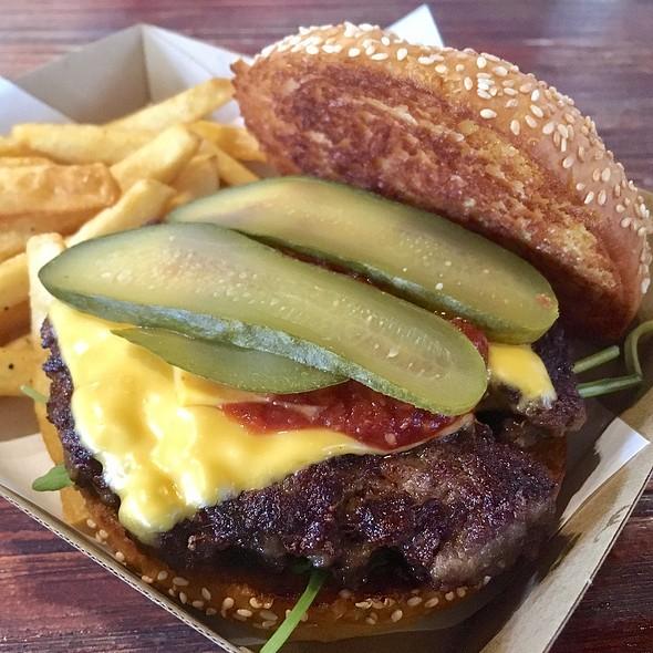 Beef Cheese Burger @ Burger Buddies (@ Essen@The Pinnacle)