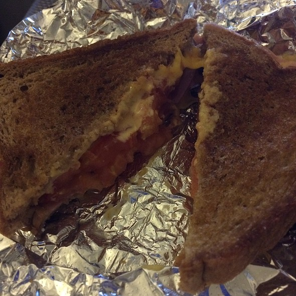 Ham And Tomato Grilled Cheese Sandwich