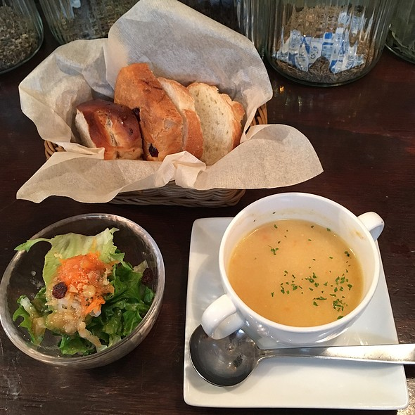 Lunch Salad @ Bistro Roven