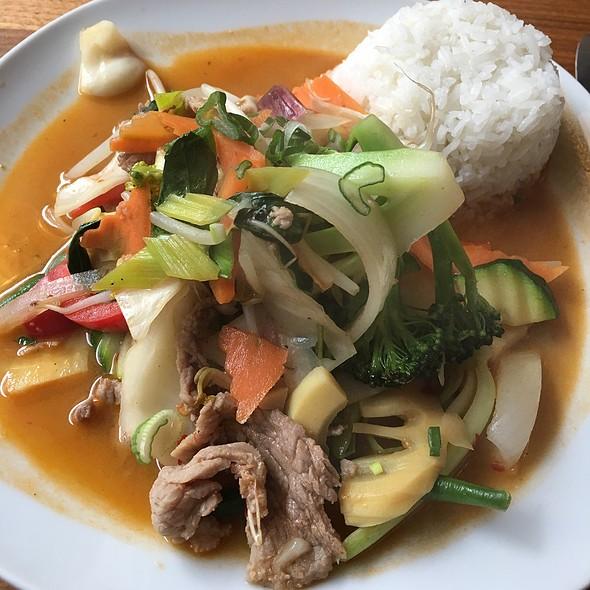M18 Beef With Vegetables @ Sen