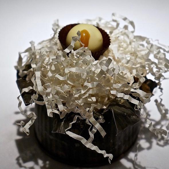White chocolate liquid taffy apple @ Tru