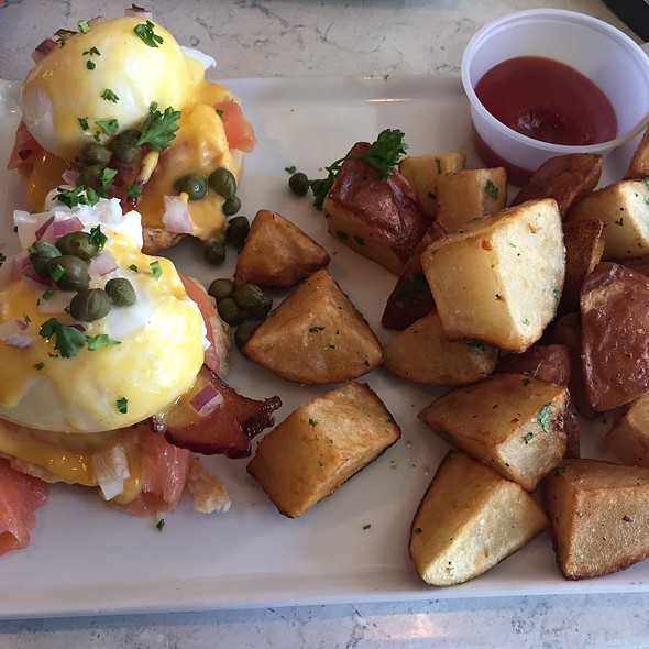 Smoked Salmon Egg Benedict @ Heart Baker
