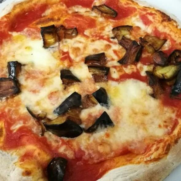 Pizza Con Melanzane Fritte Cotta Nel Ruoto @ La Rotonda