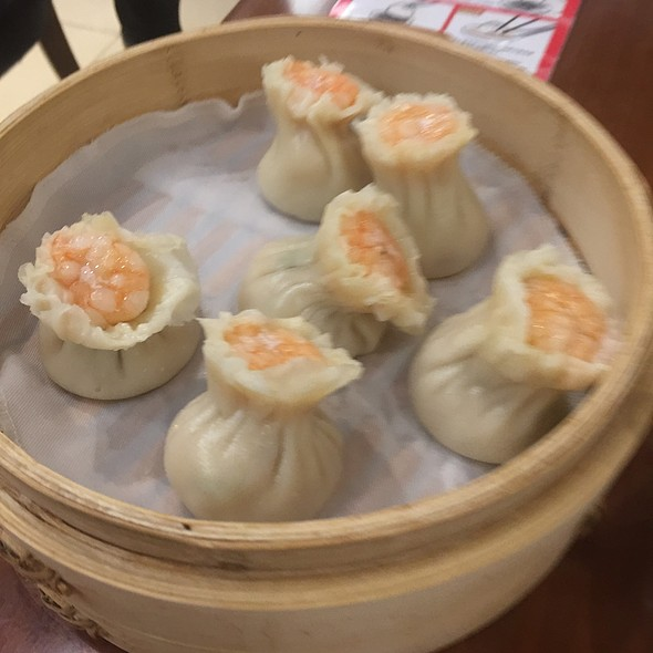 Steamed Shrimp And Pork Shao-Mai @ Din Tai Fung 鼎泰豐 - Causeway Bay