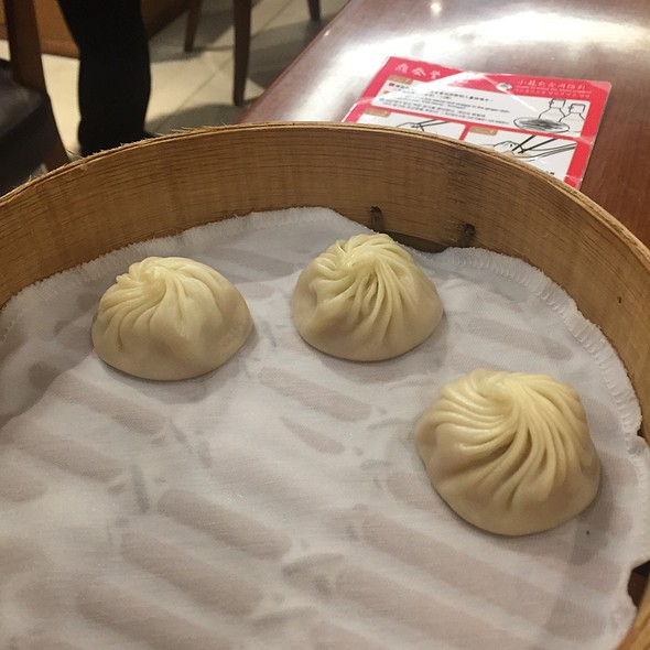 Steamed pork dumplings @ Din Tai Fung 鼎泰豐 - Causeway Bay