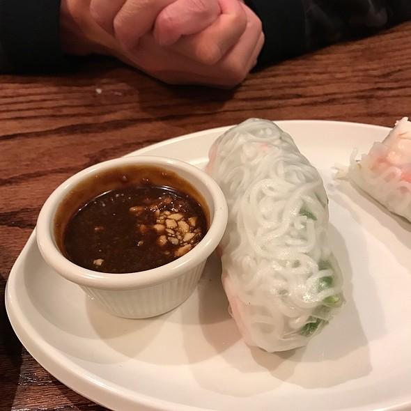 Vietnamese Eggrolls @ Pho DLite