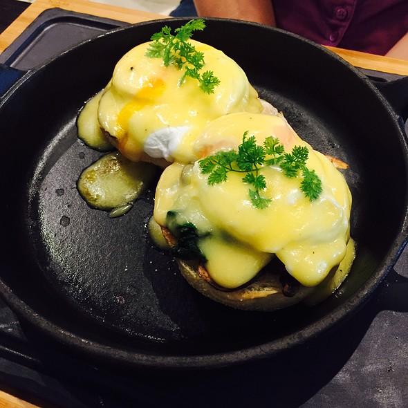 Truffle Eggs Benedict