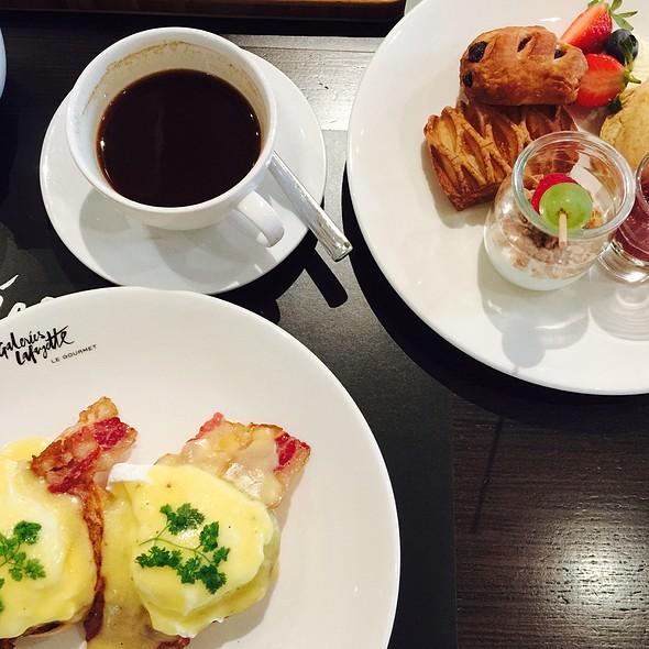Monday Mom Breakfast
