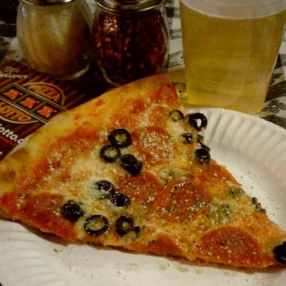 Pizza Slice @ Pizza Lotto El Cortez Casino