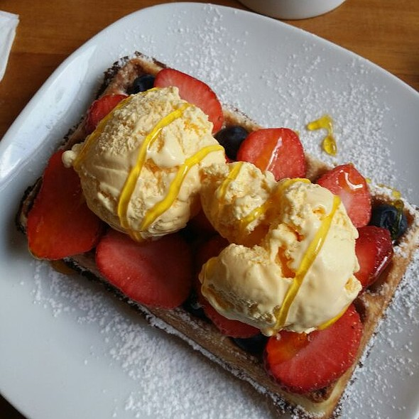 Waffle With Fresh Fruit, Ice Cream & Golden Syrup