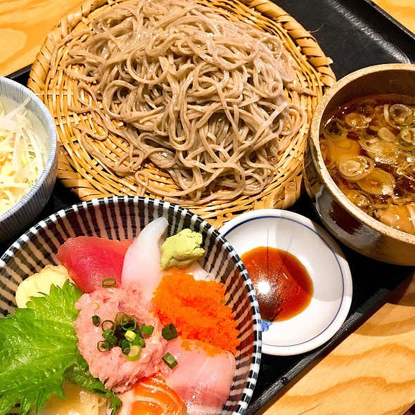 Sashimi Rice Bowl And Soba, Dipping Soup W/ Chicken