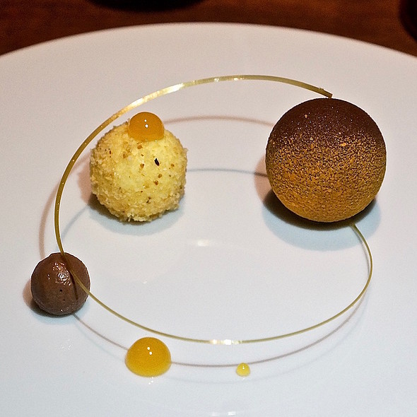 Praline, chocolate cremeux, mandarin