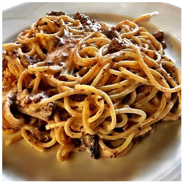 Espaguetis Amb Botifarra De Perol I   Sushi De Peix Fresc Salvatge. @ RESTAURANT CAN BENET
