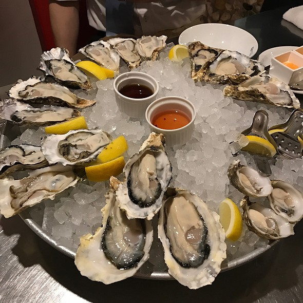 Oysters @ TOKYO OYSTER BAR
