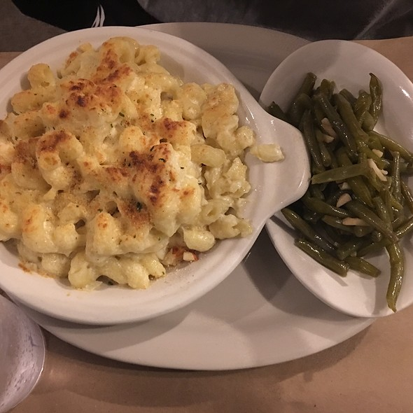 Lobster Mac & Cheese And Candied Green Beans