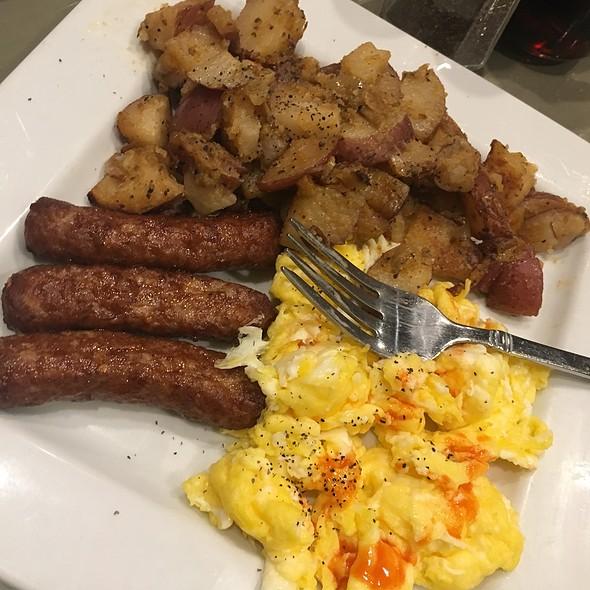 Breakfast Plate @ Beola's Southern Cuisine