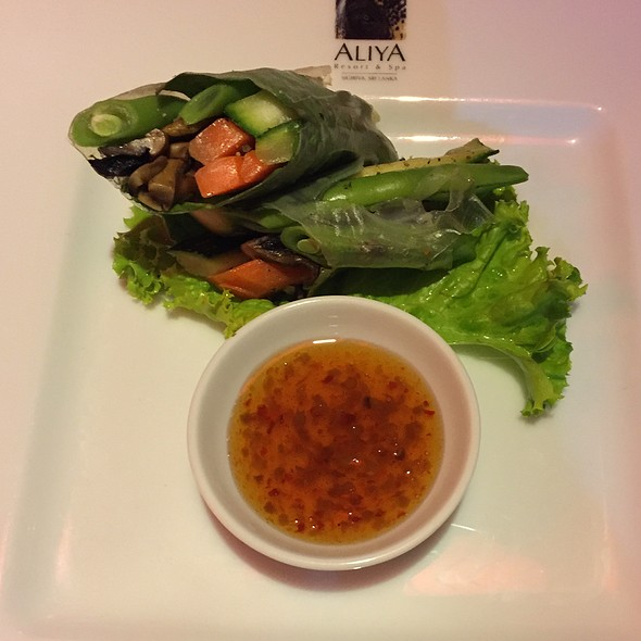 Rice Paper Wrapped Fresh Vegetable Parcel
