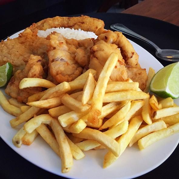 Filet De Peixe Com Fritas