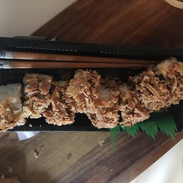 Cruchy Onion Salmon Roll