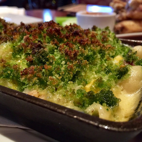 Hatch Chile & Bacon Mac N' Cheese @ The Lazy Dog Cafe