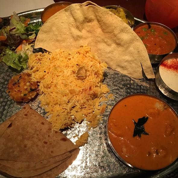 Grand Thali With Prawn Curry
