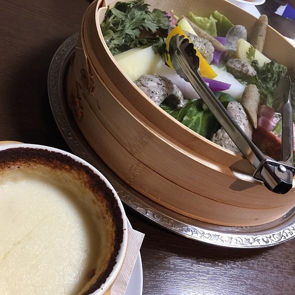 蒸し野菜の焼きチーズフォンデュ