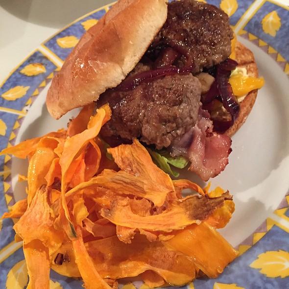 Burger & Sweet Potato Chips @ Home Sweet Home Sir Aqua