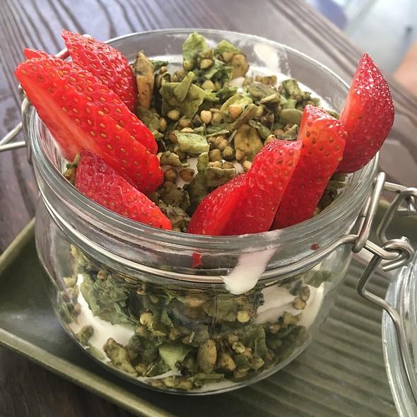 Cocowhip Matcha Granola And Strawberry