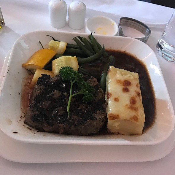 Grilled Angus Beef Tenderloin With Rosemary Jus, Sauteed Green Beans, Yellow Courgette And Creamy Potato Gratin