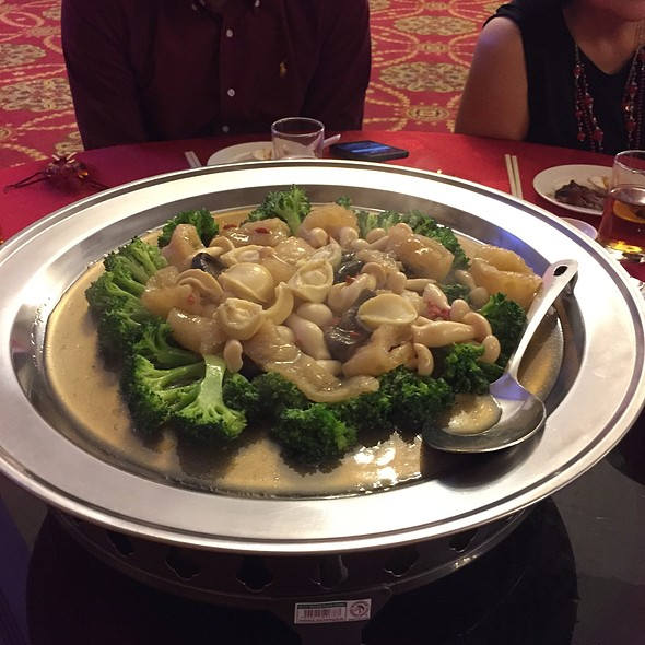 Braised Sea Cucumber With Abalone & Broccoli
