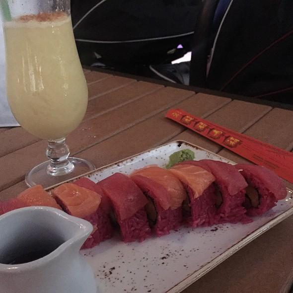 Headhunter Sushi Roll @ Trader Sam's Grog Grotto