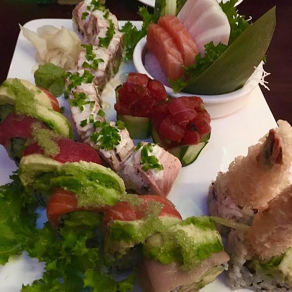 Magic Roll, Sex And The City Roll, Spicy Tuna Sashimi, White Tuna Sashimi, Salmon Sashimi
