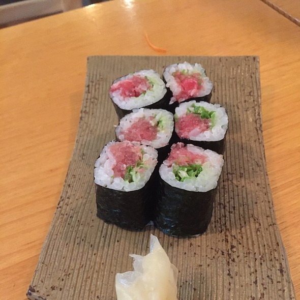 Tuna Belly And Shallots Roll
