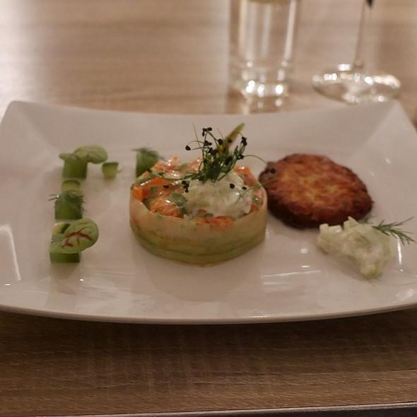 Salmon Tartare, Cucumber, Dill @ EssBar