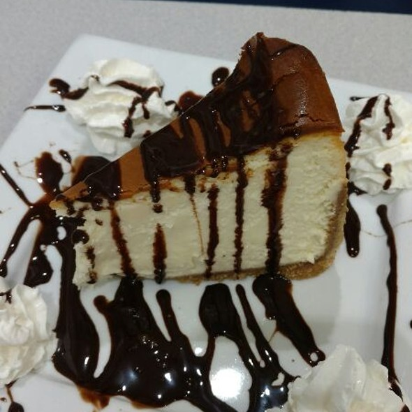 Cheesecake With Chocolate Syrup