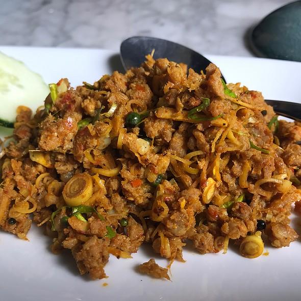 คั่วกลิ้งกระดูกอ่อน | Southern Spiced Pork Rib