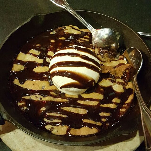 Chocolate Chip Cookie Dough Skillet