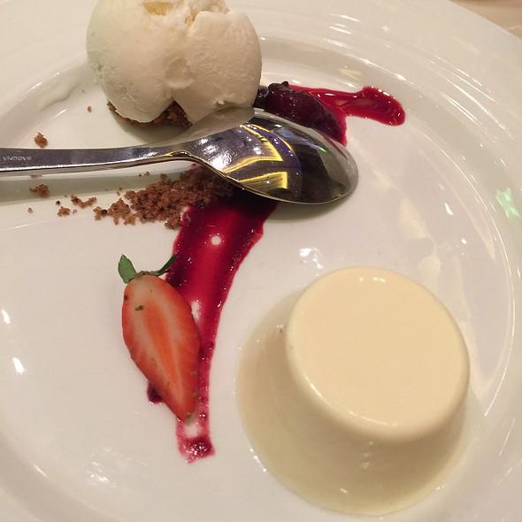 Vanilla Ice Cream With Custom Toppings