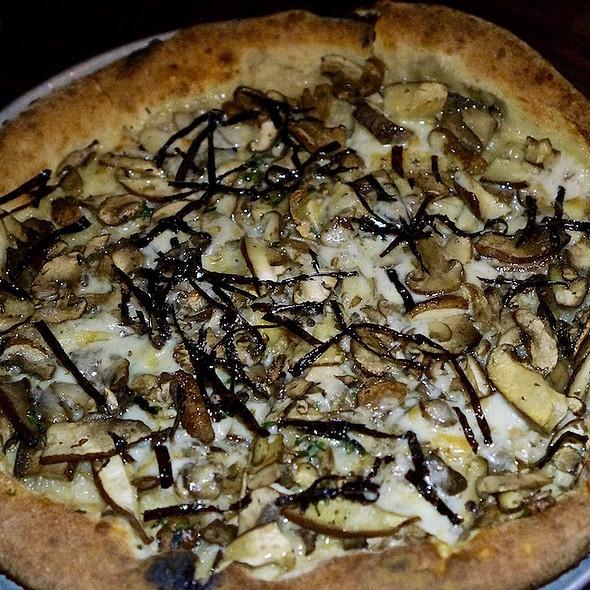 Umami Mama pizza, crimini, shiitake, portabello mushrooms, taleggio, fontina, thyme, truffle, nori