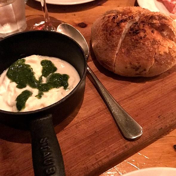 Puglia - Burrata Com Pão Assado Na Hora