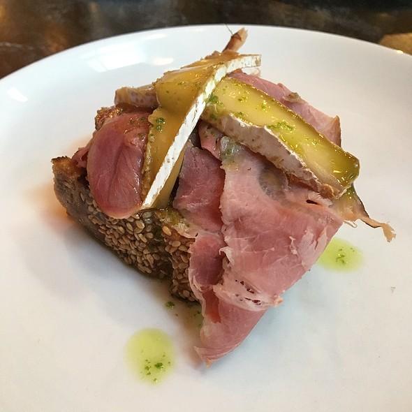 Ham & Brie @ Kensington Quarters