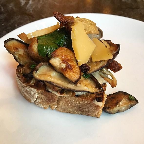 Mushroom Toast @ Kensington Quarters
