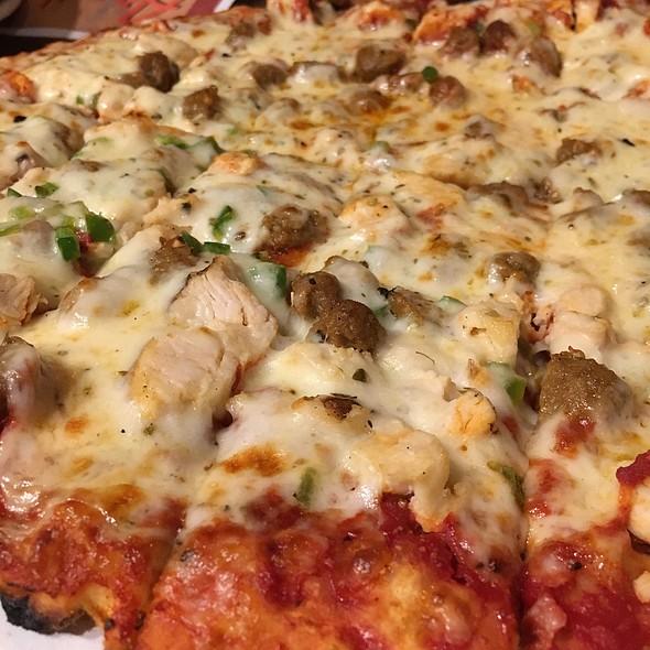 Cajun Chicken Pizza @ Arni's Restaurant