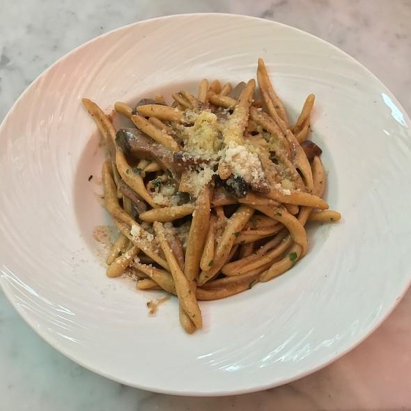 Strigoloni With Mushroom And Parmesan Cheese
