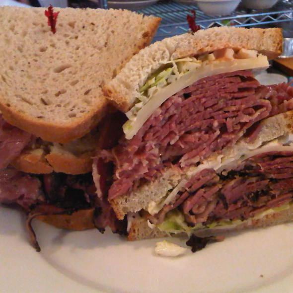 Pastrami Sandwich @ Lanskys