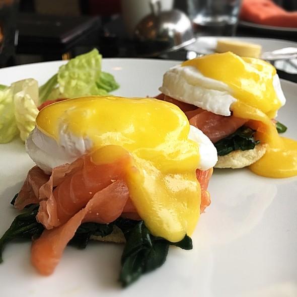 Eggs Florentine @ Café Clock