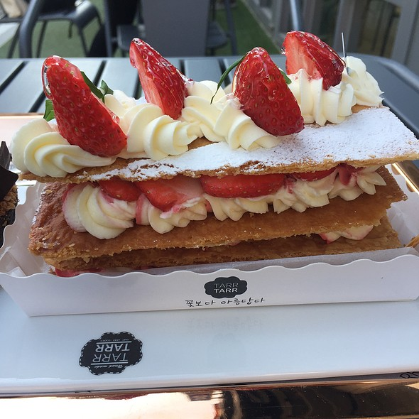 Strawberry Mille Feuille @ Tarr Tarr