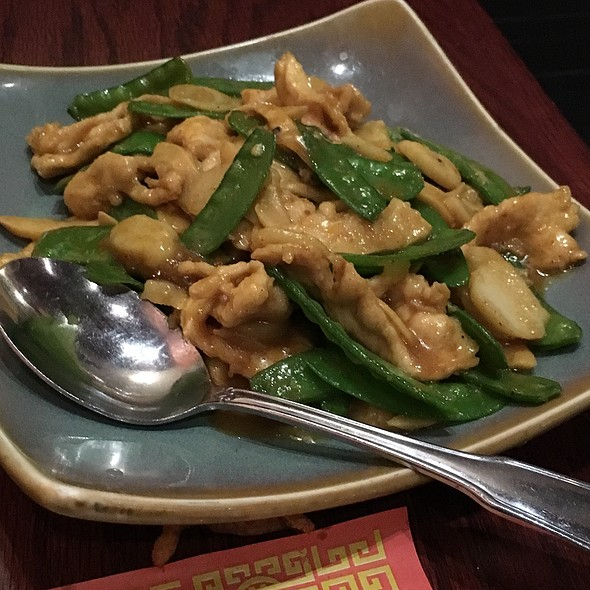 Curry Chicken And Snow Peas