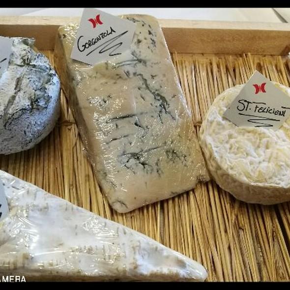 Txuleto Txoguitxu, assortiment de formatges i Kiche Loraine. Avui pots demanar formatges de #pyrenees à #canbenet @ RESTAURANT CAN BENET